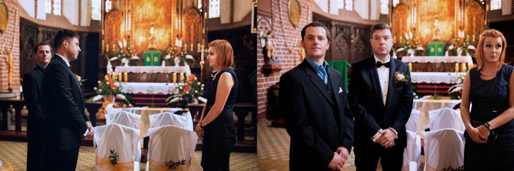 Świadkowie w kościele w oczekiwaniu na parę młodą
