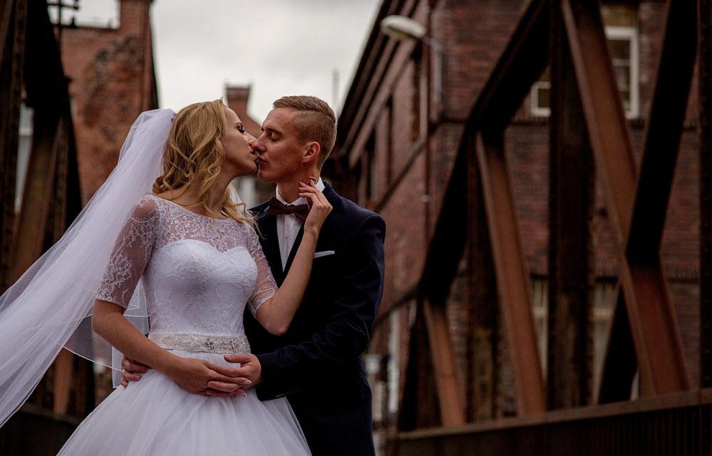 nasza oferta fotografii ślubnej obejmuje równiez sesje zdjęciowe w plenerze